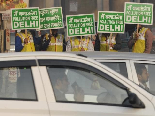 Delhi government's big experiment to get private cars off the road to alleviate the high pollution levels in the nation's capital warrants a closer look at the situation.(HT Photo)