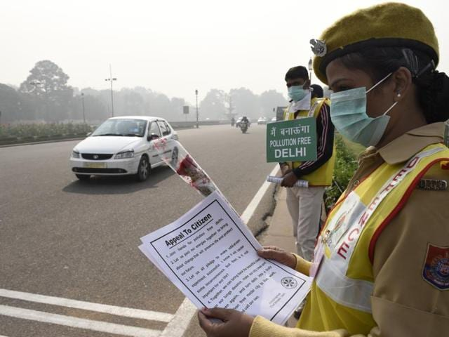 Delhi Police and civil defence personnel stand at Vijay Chowk to ensure the enforcement of odd-even restrictions on Monday. People have largely shown compliance with the rules.