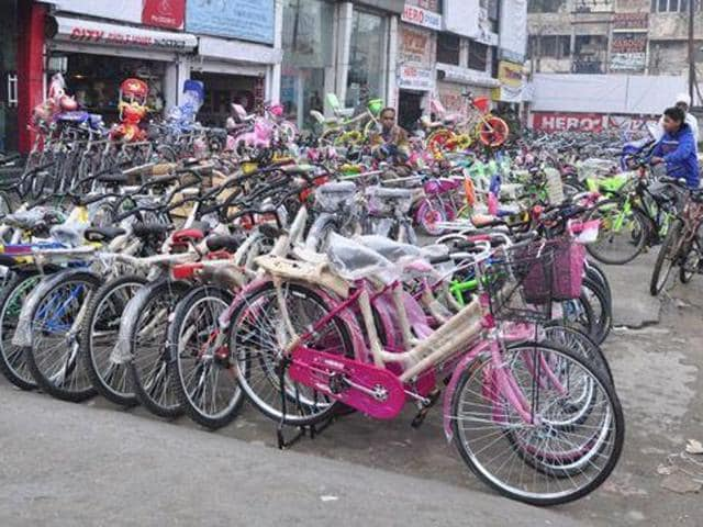 "Deputy commissioner Varun Roojam will cycle to work and several senior judges and government officials will opt for carpooling to observe January 6 as a ""car-free day""."
