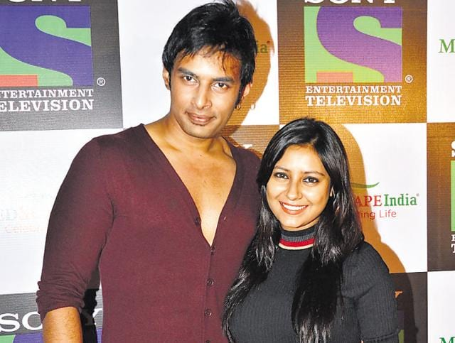 Cops say that they went to Pratyusha's house to speak to Rahul Singh, her boyfriend, against whom a warrant for a non-cognisable offence had been issued.