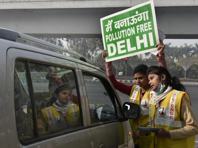 Delhi Civil Defence personnel and volunteers request commuters to follow the odd-even vehicle rationing trial, at Nizamuddin Bridge in New Delhi on Tuesday.