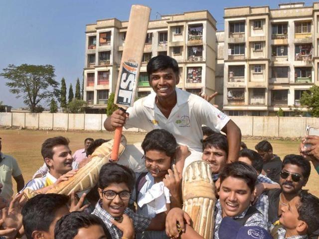 Pranav Dhanawade scores 1009 runs off 323 balls,Under-16 Mumbai cricketer is first ever to 1000 runs,Devendra Fadnavis