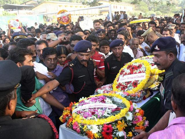 Army personnel carry the mortal remains of Lt Col Niranjan Kumar.