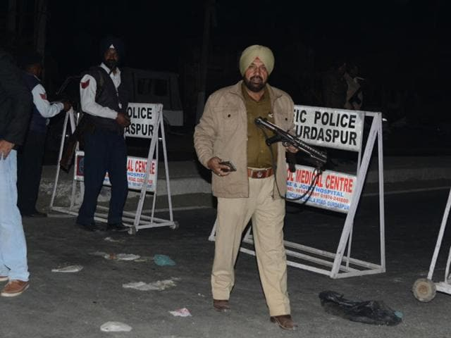 In the wake of information about two suspected terrorists being seen at Pandher village 4 km from Gurdaspur, the police cordoned off the said road.