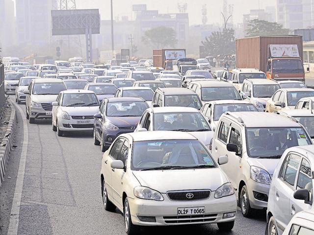 Under the road rationing policy, implemented by the Delhi government, all private vehicles are allowed to enter the Capital before 8am and after 8pm.