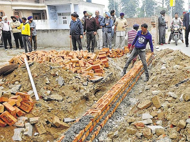 PUDA begins the construction of a wall at phase 1 of urban estate in Patiala.