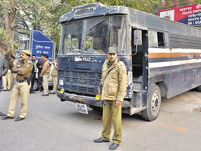Bomb scare at Delhi's GK-1 area sends police into a tizzy