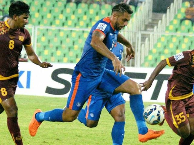 New Delhi: Robin Singh (9) of Delhi Dynamos and Gregory Arnolin of Pune FC try for header during the ISL semifinal match at JL Nehru Stadium in New Delhi on Friday. PTI Photo by Vijay Verma (PTI12_11_2015_000297A)