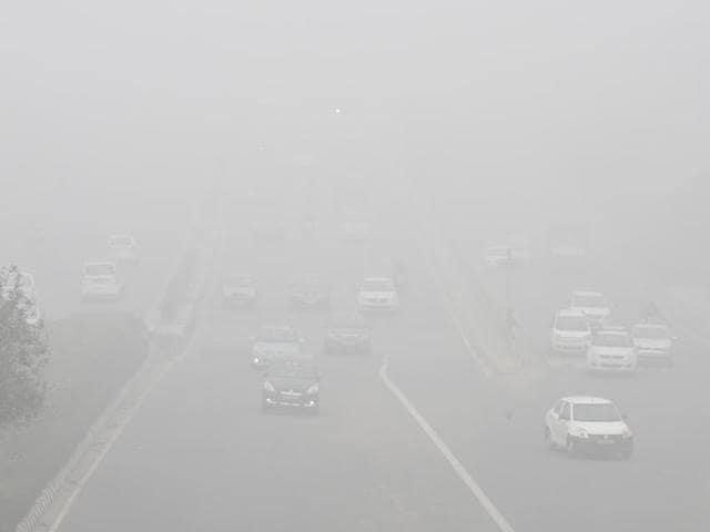 Delhi roads were seen engulfed in fog on Friday*