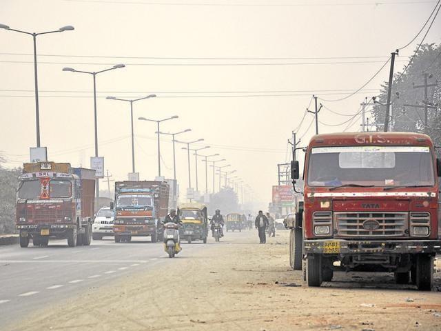 Delhi,air pollution,truck diversion