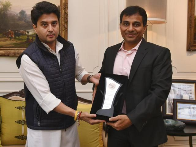 Congress Leader and Member of Parliament Jyotiraditya Scindia honours Prof. Sanjeev Galande with GD Birla Awards for Scientific Research 2014  on January 7, 2016.