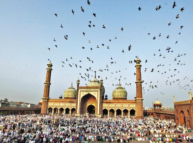 Make the mosque of it: You don't have to pay an entry fee to gaze at the splendid Jama Masjid, with its three domes and two towering minarets. (Photo by Raj K Raj/ Hindustan Times)