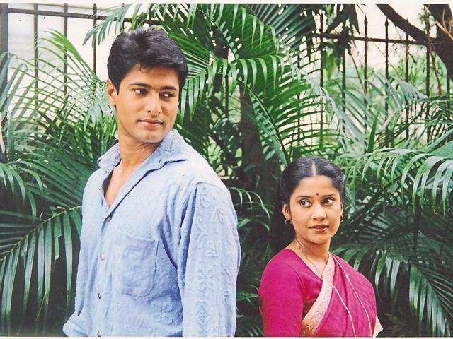 Crickter-turned-actor Salil Ankola with Renuka Shahane in Kora Kagaz. (HT Photo)