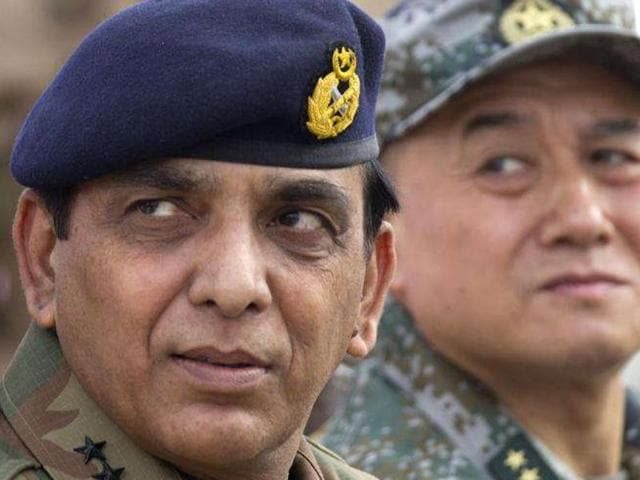 Pakistan's ex-army chief Gen. Ashfaq Parvez Kayani (left), whose brother is being probed for a land fraud in Pakistan.