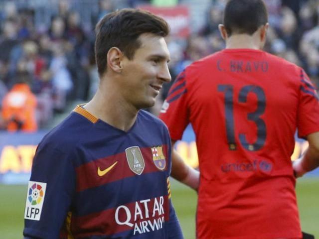 Barcelona's Lionel Messi scores a goal against Granada's goalkeeper Andres Fernandez.