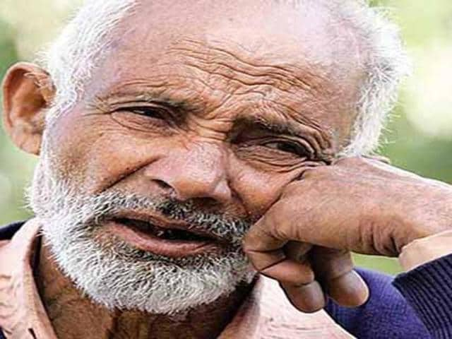 Atta Mohammad Khan, Kashmir's gravedigger died at his home in North Kashmir's border town of Uri on Sunday night. Khan was 73.