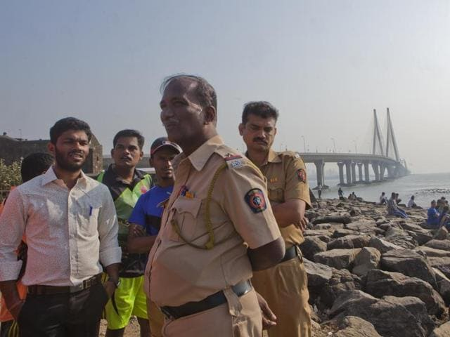 The search operations have now been broadened to areas such as Mahim, Dadar and Worli in Mumbai.