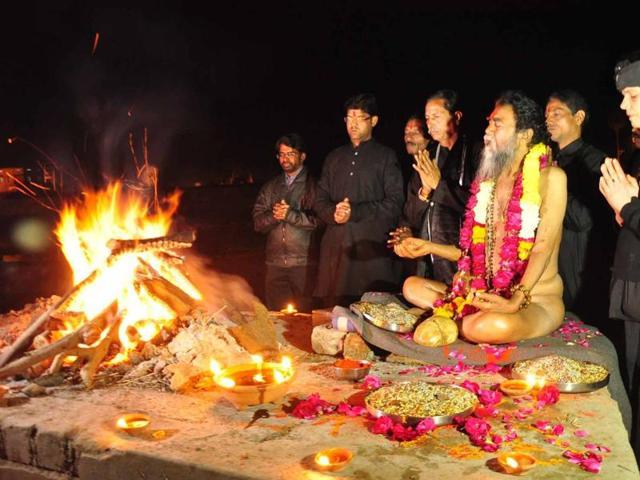 Bherav Kapalik Baba performing rites at a pyre in Ujjain on Sunday.