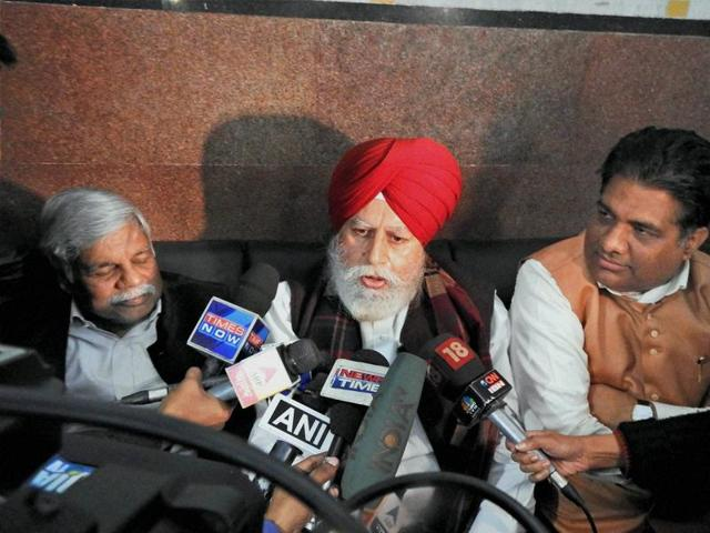 BJP MPs SS Ahluwalia(C), Bishnu Dayal Ram (L) and Bhupender Yadav addressing the media on their arrival in Malda district of West Bengal on Monday to visit violence-hit Kailachak police station.