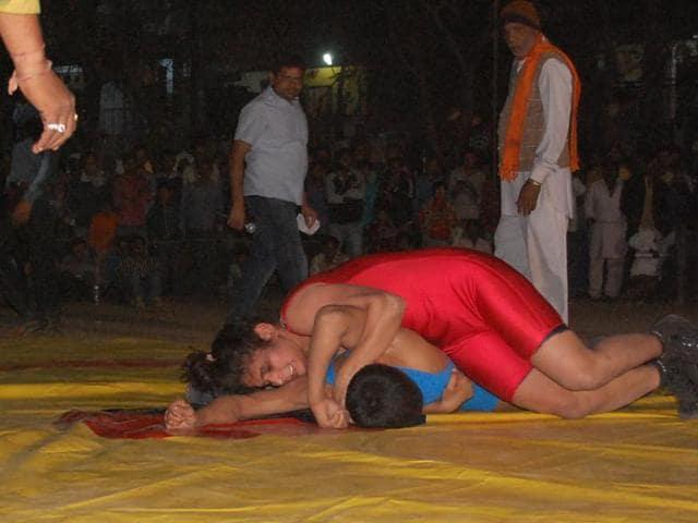 Mhow female wrestler Rani pins down male opponent