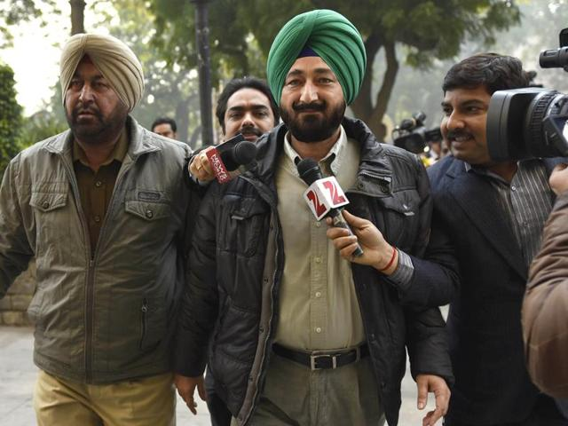 Gurdaspur Superintendent of Police Salwinder Singh arrives at NIA office at Jaisingh road in New Delhi, India, on Monday, January 11, 2016.(Hindustan Times)