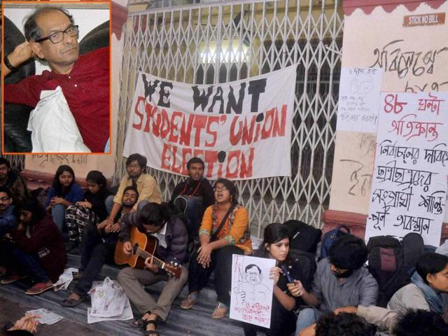 Students of Jadavpur University during protest against Vice Chancellor Suranjan Das (inset) at Kolkata on Sunday.