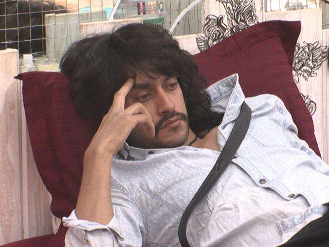When Salman Khan asked the housemates to decide who should be out of the house, they agreed on Rishabh's name.