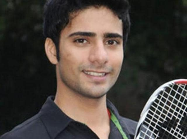 Squash player Ravi Dixit offered to sell his kidney for Rs 8 lakh to be able to fund his participation in the upcoming South Asian Games.