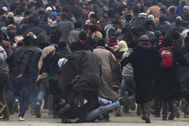 Clashes,Srinagar,Funeral procession