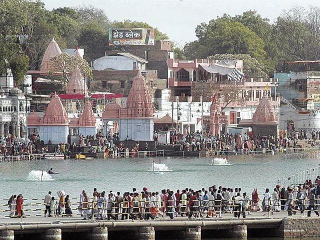 Simhastha fair,Shivraj Singh Chouhan,officials carpool to inspect Simhastha sites