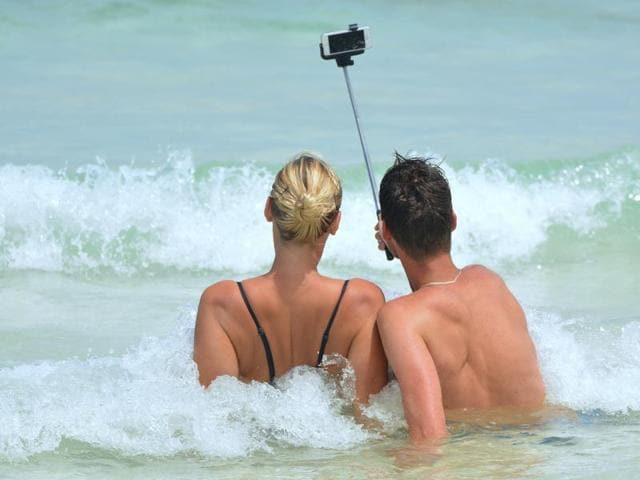 Selfie,accident,police