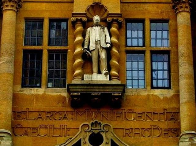 Students and alumni of Oriel College have signed petitions demanding that the statue of colonialist CecilRhodes be removed from the college's walls.