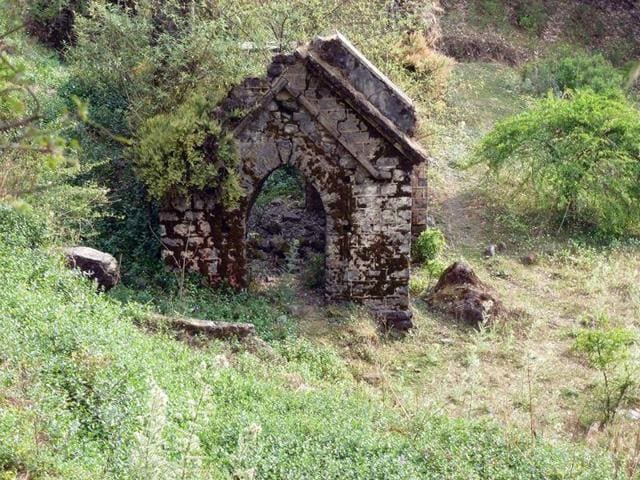 Susie Gilbert shared pictures and her experience through a Facebook group, Nainital Nostalgia, which highlighted the neglected cemeteries.