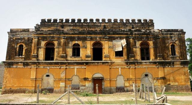 The Akbar Manzil, or the Anaj Godown, is part of the famous Pataudi Palace. A 40-minute ride from Gurgaon city, the two-storey structure faces the threat of demolition with rapid urbanisation nearby. Its dilapidated exterior silently bemoans its lost glory.