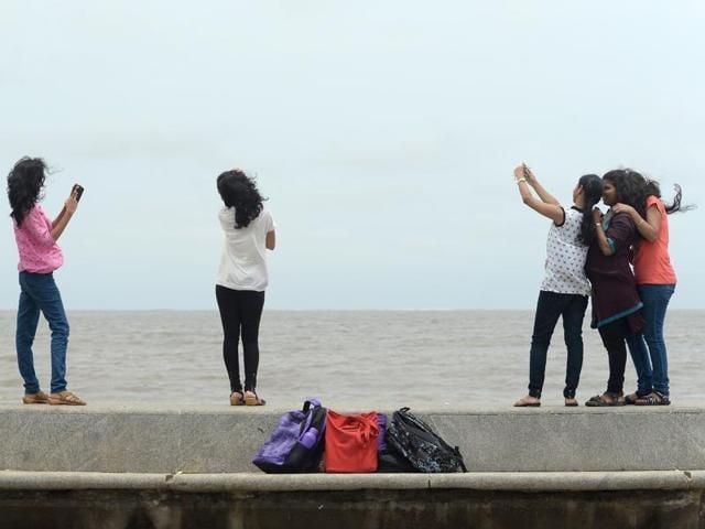 Mumbai,Bandra drowning,Selfie
