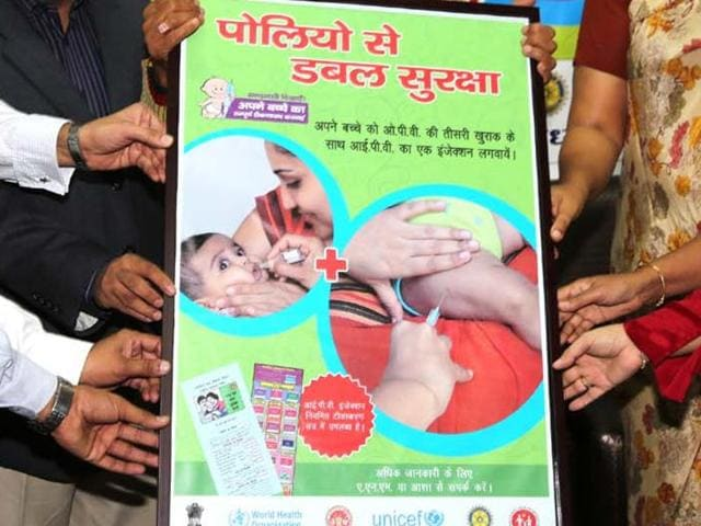 A medical staff administers polio drops at polio eradication campaign in Shimla. (Santosh Rawat/HT)