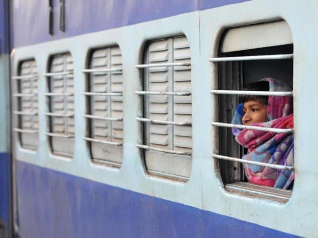 Girl thrown off the train,Latehar,Jharkhand