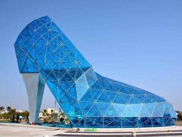 A 55 feet-tall glass shoe, resembling the one often cited in popular fairy tale Cinderella, was reportedly built in a Taiwenese town to appeal to female worshippers.