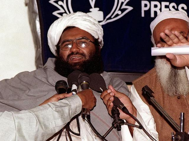 Jaish-e-Mohammad Maulana Masood Azhar (R), a militant released from the jail in 1999 in exchange for Indian Airlines' flight hostages, addresses a meeting of Pakistan's religious and political parties in Islamabad.