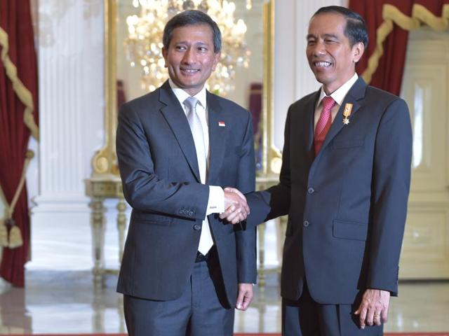 Indonesian President Joko Widodo (R) shakes hand with Singapore's Foreign Minister Vivian Balakrishnan (L) after a meeting at the presidential palace in Jakarta.