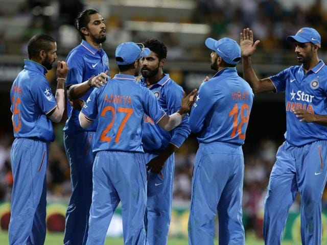 Why have Dhoni's men not been able to give their best performance in recent ODI matches?