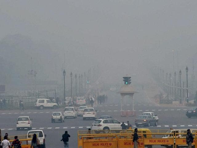 The fogs visibility in the city fell to 500 metres at 8:30 am, at the Indira Gandhi International Airport the visibility fell below 50 metres.