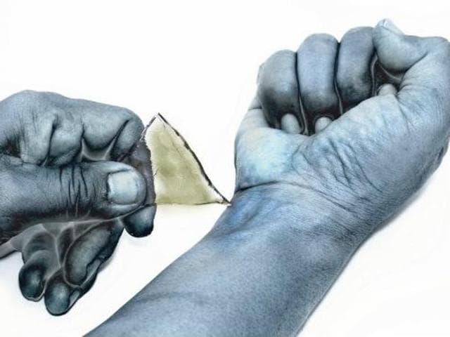 Pakistan boy cuts off hand,Islam blasphemy penalty,Islam blasphemy