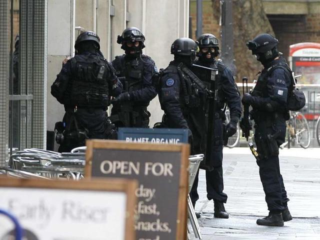 Paris attacks,London police officer,Terror threat to UK