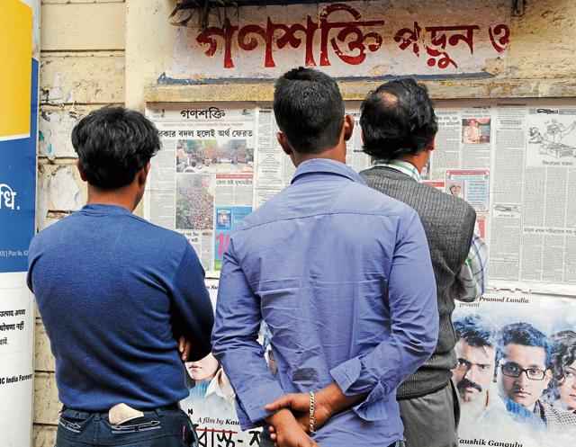 People read Ganashakti at Central Avenue in Kolkata on Wednesday. The mouthpiece is trying to attract new readers by increasing its visibility through social media.
