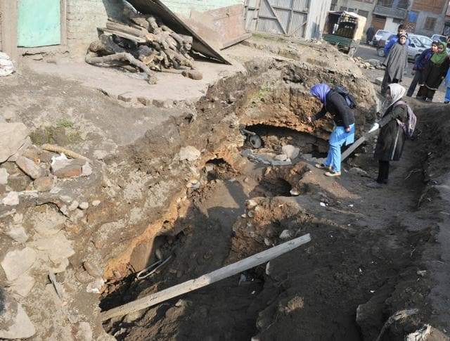 A 600-year-old structure was unearthed in old-city of Srinagar after a part of the road being constructed in the area caved in. The house is believed to have been constructed in Sultanate period, somewhere between 1350-1450.