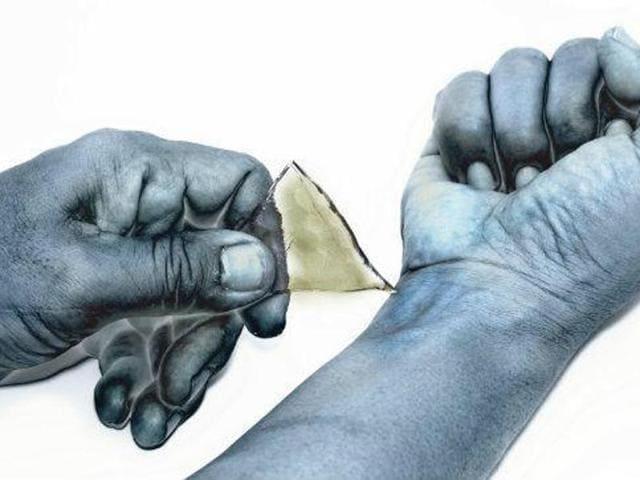 Pakistan,Imam arrested,Boy cuts hand