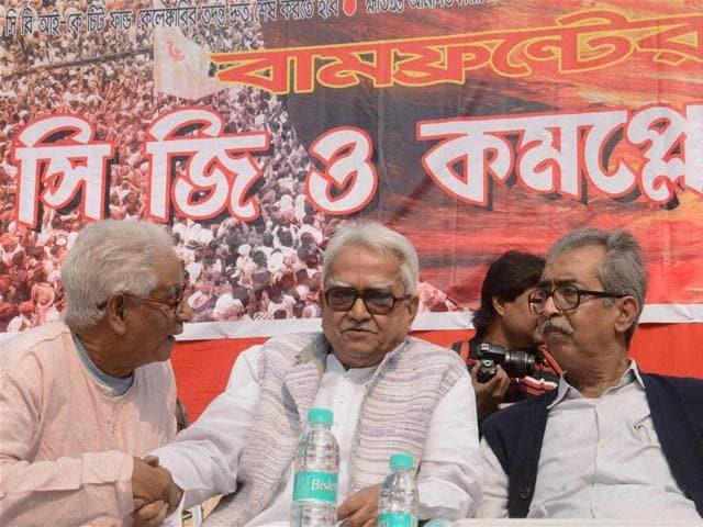 West Bengal Left Front chairman Biman Basu (C) chats with former CPI secretary Manju Kumar Majumdar during a meeting in Kolkata on Tuesday.