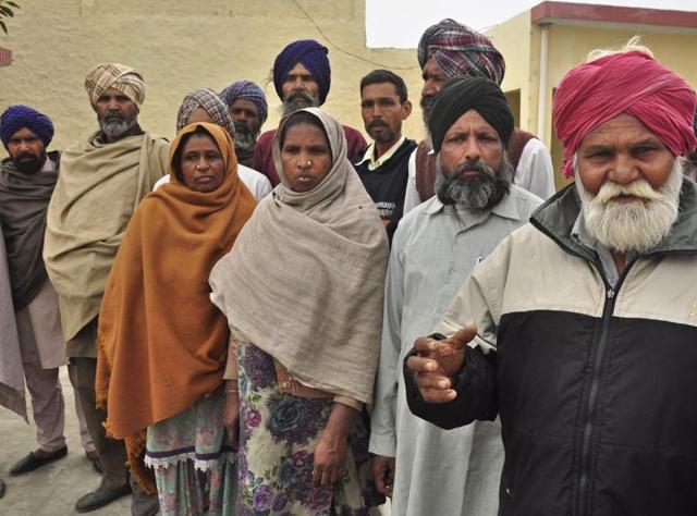 Debt-ridden Dalit families at Rasoolpur village near Jagraon in Ludhiana district.(SIikander Singh Chopra/ HT)