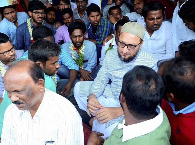 AIMIM chief Asaduddain Owaisi visited the university campus and expressed solidarity with the students, who are on hunger strike.